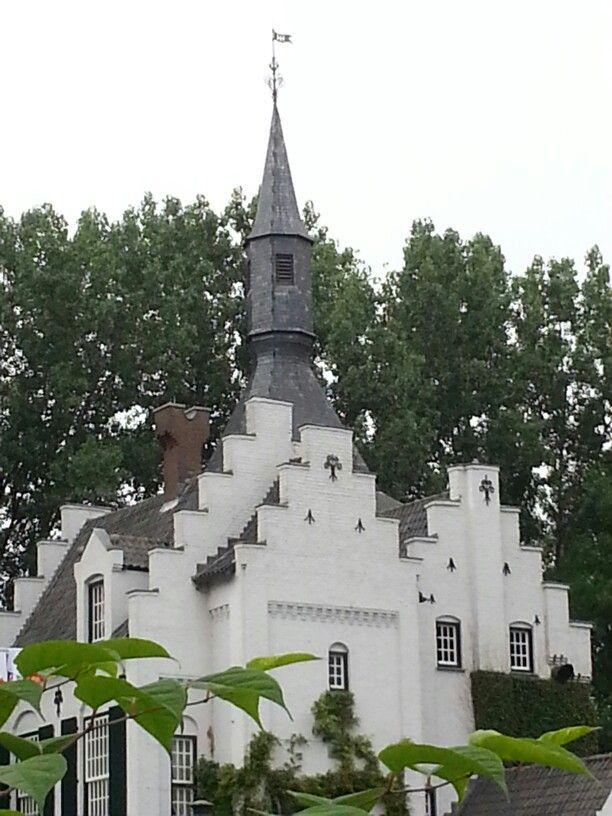 Detail kasteel Groot Buggenum prachtige sprookjesachtige omgeving. Voor kleine intieme bruiloften