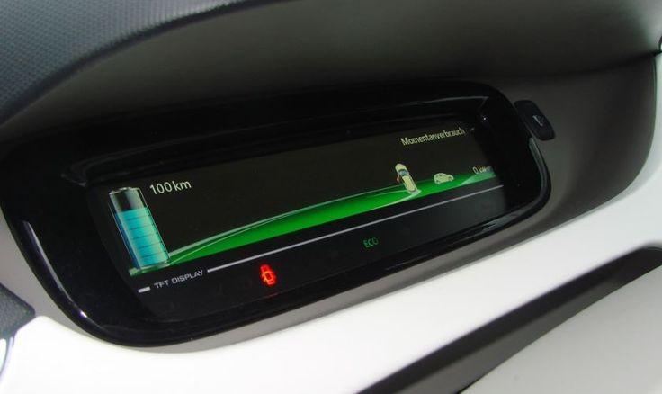 Actualmente sigue siendo un reto conseguir estaciones de carga eléctrica en todos los lugares a donde vayamos, pero en el futuro será el mismo camino el que mantenga las baterías del auto a 100%.