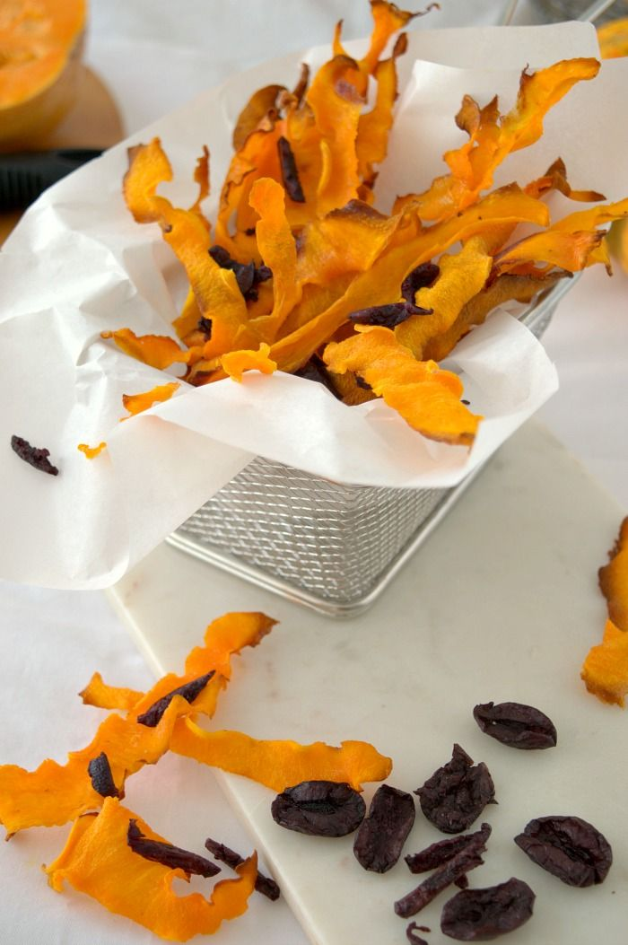 BUTTERNUT SQUASH AND BLACK OLIVES CHIPS, A HEALTHY APPETIZER  (Scroll down for the English recipe)    ¿Quieres sorprender a tus invitados? E...