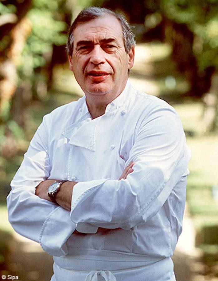 Marc Meneau aime magnifier les produits en réalisant une grande cuisine simple, où il n'apporte pas plus de deux ou trois saveurs par plat. Il est aux comma...