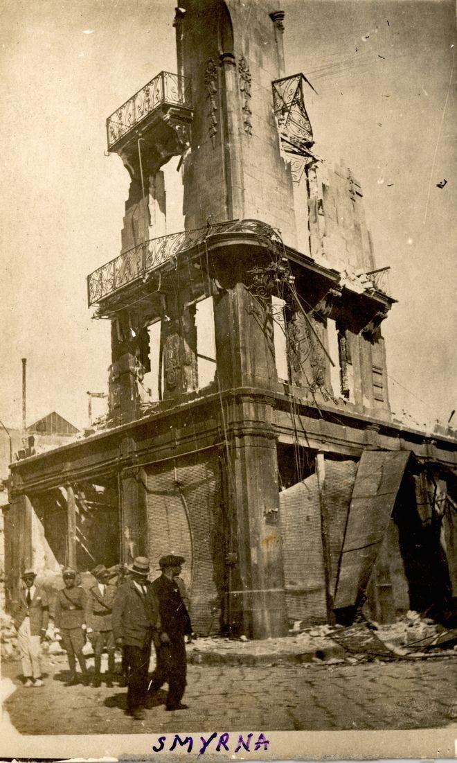 Η καταστροφή της Σμύρνης σε 40 σπάνια καρέ - Αφιερώματα - NEWS247