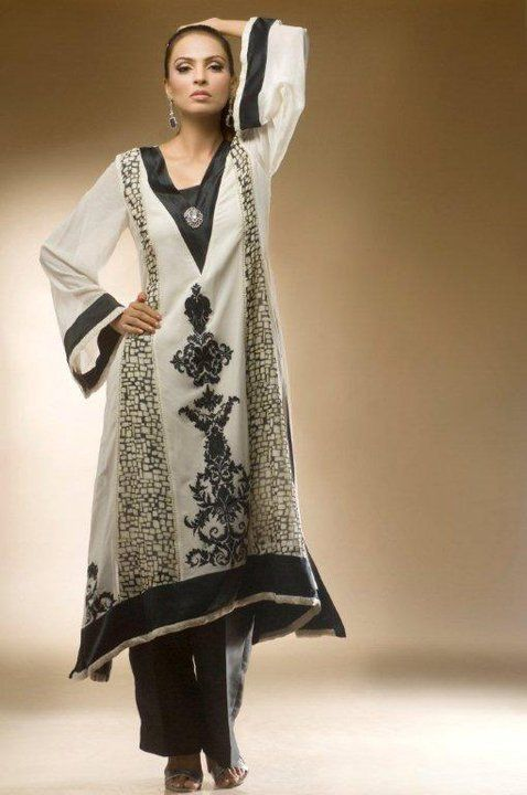 Casual elegance > Black & White Tunic and Pants - Contemp. Muslim Women's Fashion
