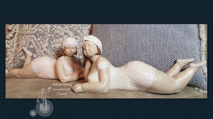 Dikke dames in zacht roze badpak set van 2 beelden polyresin