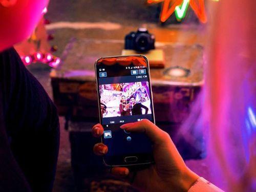 Kennst du die Canon Camera Connect App? Mit ihr kannst du deine Canon Digitalkamera von deinem Mobiltelefon aus steuern. Zeig uns deine aussergewöhnlichen kreativen oder lustigen Selfies und Geschichten die du mit der App und deiner Digitalkamera aufgenommen hast! Mehr Infos zur App findest du hier: http://ift.tt/2nv9SF9  Grâce à lappli Canon Camera Connect vous pouvez utiliser votre téléphone comme remote de votre appareil photo! Cette semaine créez un selfie de niveau supérieur grâce à…