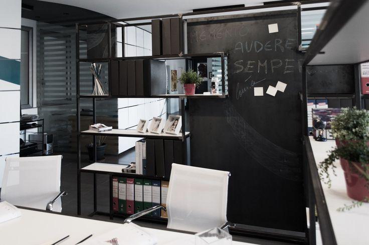 #libreria in #ferro con #lavagna per un #centro #uffici a #catania #bianco #nero #soaassociati - SOA_Spazio Oltre l'Architettura