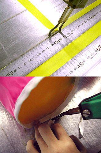 【Cutting & Sewing】  ●Cutting●    ヒートカッティング   生地端を熱で溶かし生地端のほつれ止めをしながらカットしています。