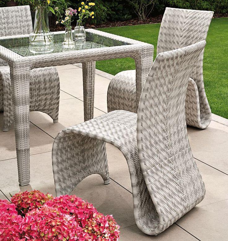 Moderne aparte Tuinstoel zilvergrijs lichtgrijs hoge rugleuning. Zilverkleur Design tuinstoel van hoogwaardige kwaliteit. Berlano aparte tuinmeubelen