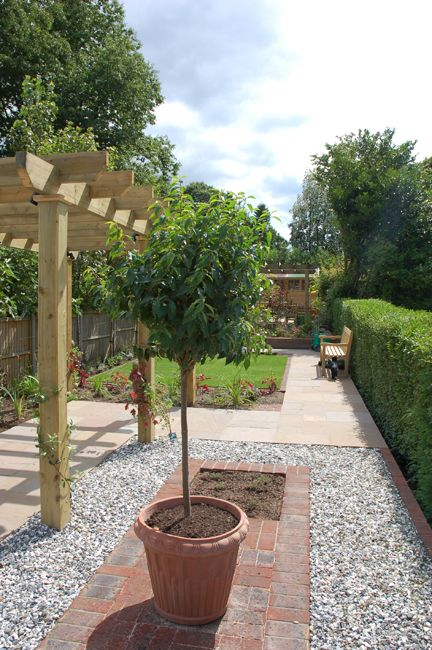 long thin garden design crowthorne berkshire - Garden Design Long Narrow