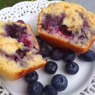 Ripped Recipes - Giant Blueberry Bliss Protein Muffins - These muffins have 287 less calories than a regular blueberry muffin from Dunkin Donuts. They also have 12g less fat and 50g less carbs. They also taste delicious.