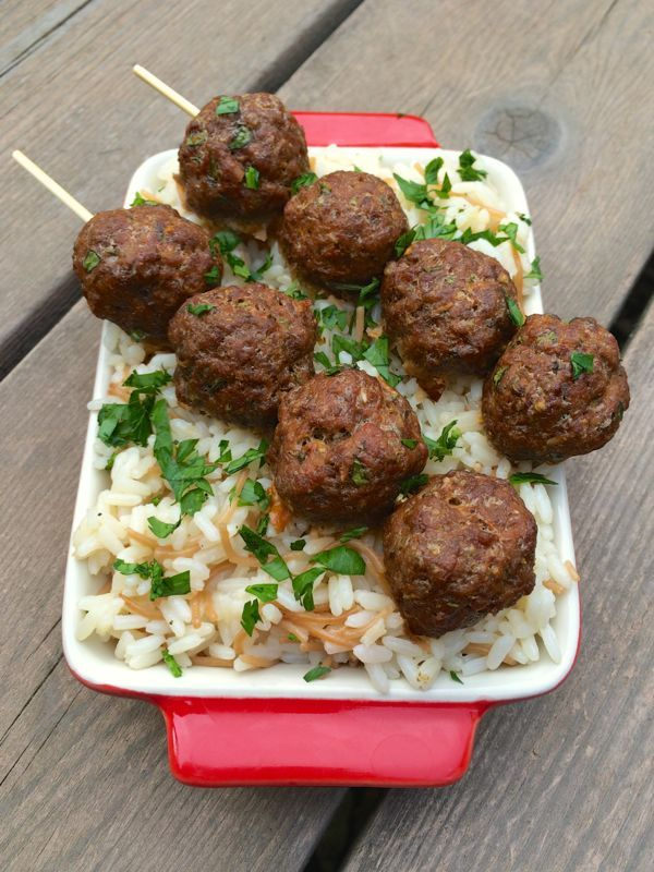 Greek Meatballs - The Lemon Bowl. Serving size: 7 meatballs Calories: 204 Fat: 5.3 g Saturated fat: 2.2 g Unsaturated fat: 3.1 g Trans fat: 0 Carbohydrates: 3.8 g Sugar: .9 g Sodium: 758 mg Fiber: 1.1 g Protein: 35 g Cholesterol: 138 mg