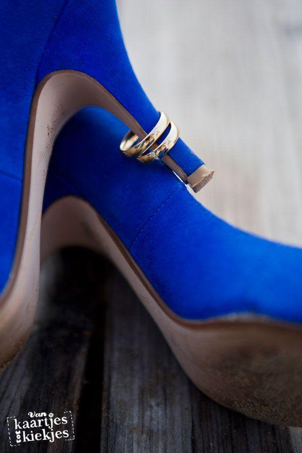 Kobalt pumps en mooie ringen