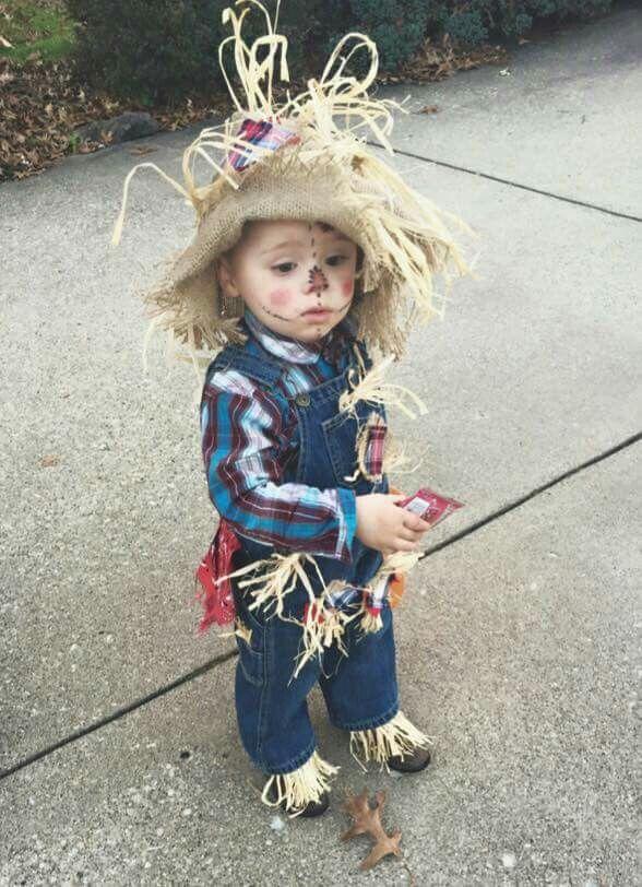 DIY cheap Toddler halloween scarecrow costume.
