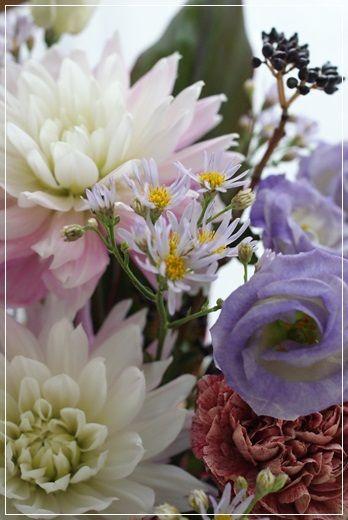 【今日の贈花】日本画の個展のお祝いに|Flower note の 花日記 (横浜・上大岡 アレンジメント教室)