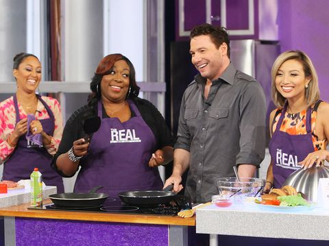 "Celebrity chef Rocco DiSpirito showed the ladies of ""The Real"" how to put a healthy twist on a classic burger with 1/3 the calories, and now you can too! Check out the recipe from Rocco's ""Pound a Day Diet""!"
