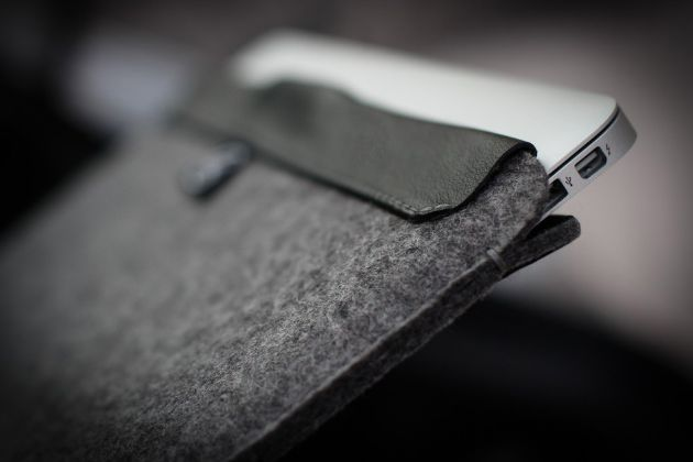 AECRAFT MacBook Air sleeve with magnetic closure