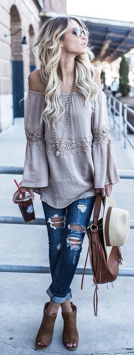 #outfits #summer grises fuera del hombro de la blusa + destruidos botines del dedo del pie Vaqueros ajustados + Brown Abiertas
