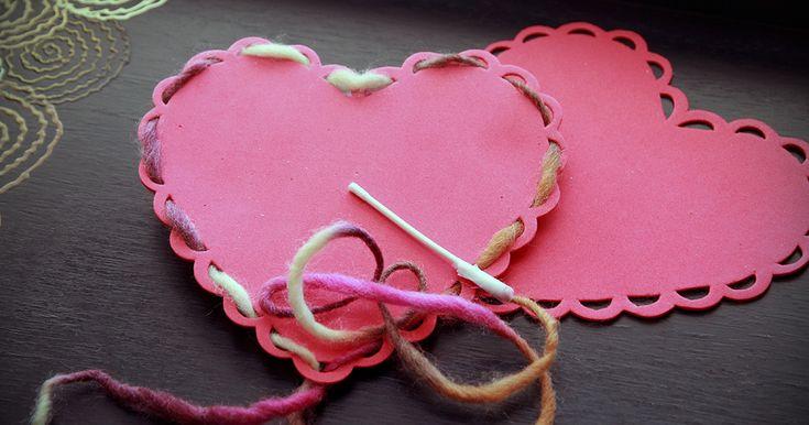 Acitivité de Saint-Valentin, préscolaire à la maison, coeurs à lacer