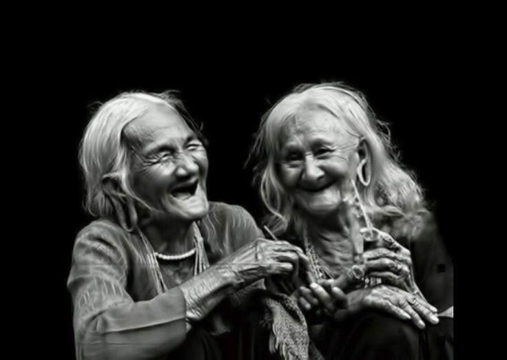 """Non mi importano le mie rughe, l'unica cosa che davvero rimpiango è avere questa faccia da cane triste...   """"Ci sono molti modi di suddividere gli esseri umani, le disse. Io li divido tra quelli con le rughe all'insù e quelli con le rughe all'ingiù, e io voglio far parte della prima categoria. Voglio  che [segue]"""" Ángeles Mastretta - Donne dagli occhi grandi  #angelesmastretta, #donnedagliocchigrandi, #sorriso, #ottimismo, #rughe, #italiano,"""