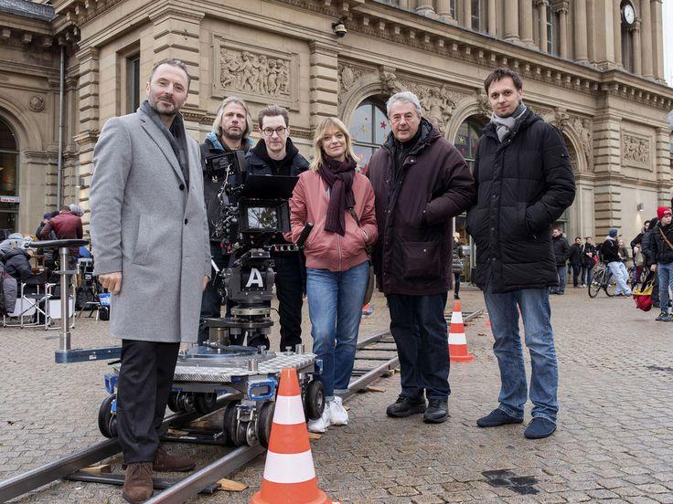 """Heike Makatsch steht zum zweiten Mal für den """"Tatort"""" vor der Kamera. In """"Tatort – Zeit der Frösche (AT)"""" ermittelt Kommissarin Ellen Berlinger in Mainz. Die Dreharbeiten für das zweite """"Tatort""""-Special mit Schauspielerin Heike Makatsch (46,..."""