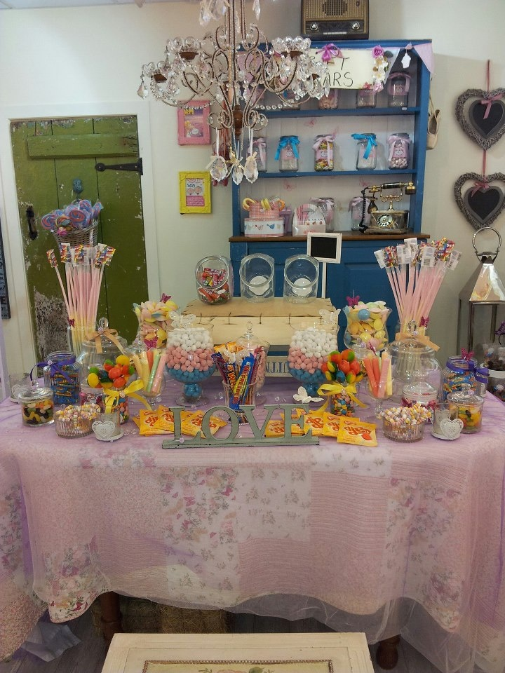 Candy candy everywhere....a fast mock up of wat the big one is gna look like at the wedding fair!