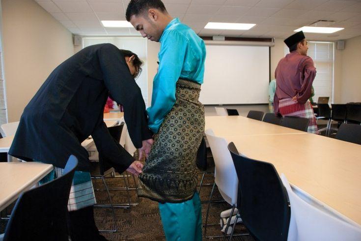 Eid ul-Fitr - Wearing KAIN SAMPING