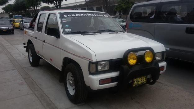 Camioneta doble cabina Nissan