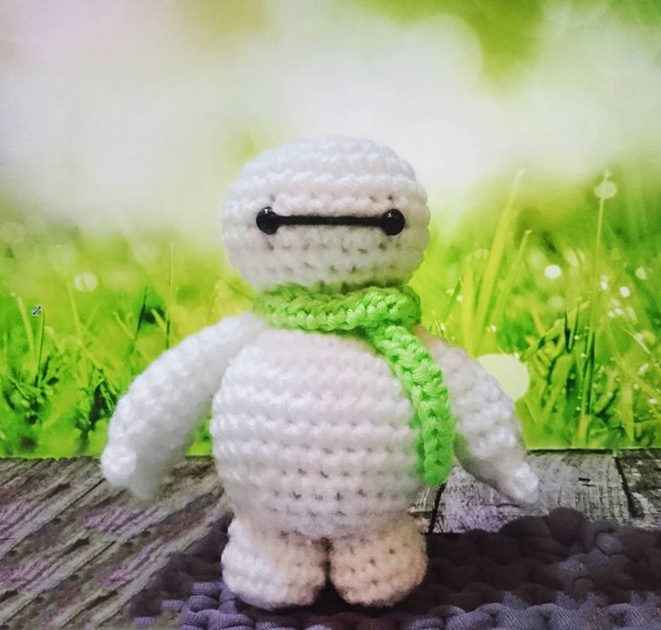Crochet baymax with green scarf