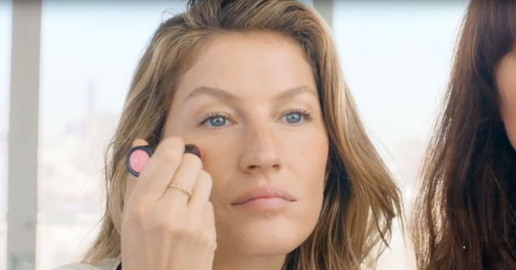 Gisele Bundchen demonstrated how to recreate her natural makeup routine, down to the exact products she uses; watch the video!