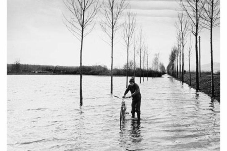 Yverdon-les-bains sous les eaux en 1977.