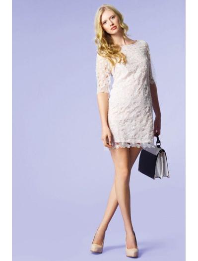 Comment porter la dentelle blanche sans faire mariée ou chemise de nuit ?