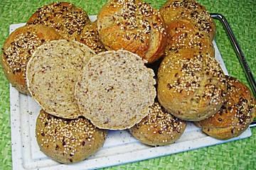 Anklicken zum Vergrößern von Buttermilch - Vollkorn - Brötchen