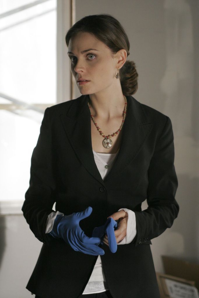 Bones Season 2 - The Truth in the Lye | Emily Deschanel as Dr. Temperance Brennan ©2006 Fox Broadcasting Co. Cr: Greg Gayne/FOX