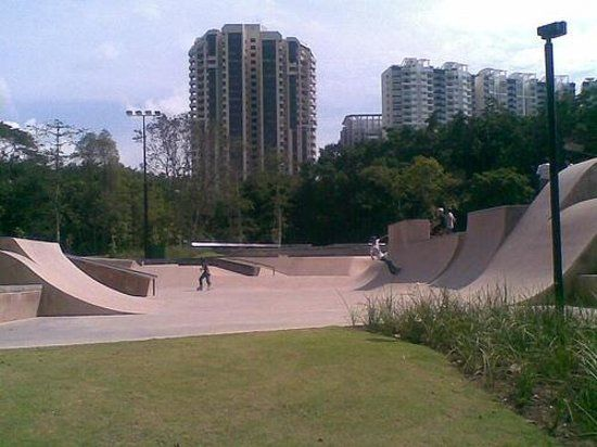 https://media-cdn.tripadvisor.com/media/photo-s/03/d1/2e/e2/xtreme-skate-park.jpg