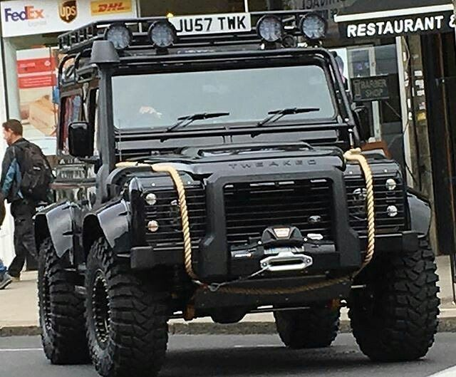 Land Rover Defender Big-foot 90 spotted out and about spectre007 bond. Spectacular. More