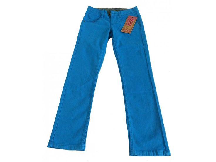 Úzké kalhoty pro holky.