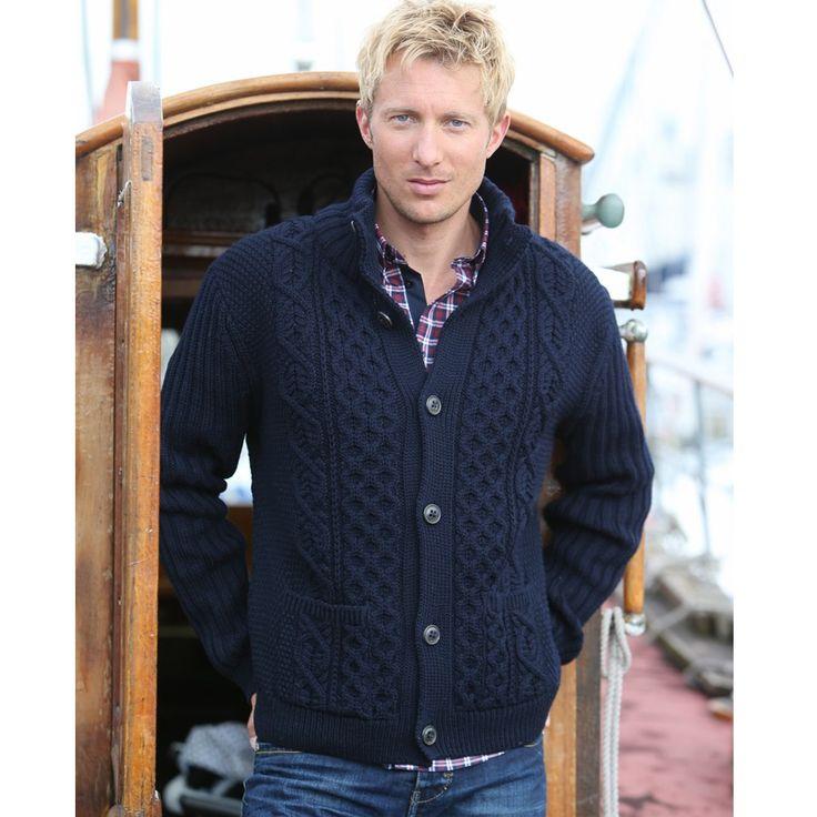 Une veste aran boutonnée qui allie une coupe très actuelle, la douceur de sa laine mérinos et tout le savoir-faire de la société familiale Peregrine.