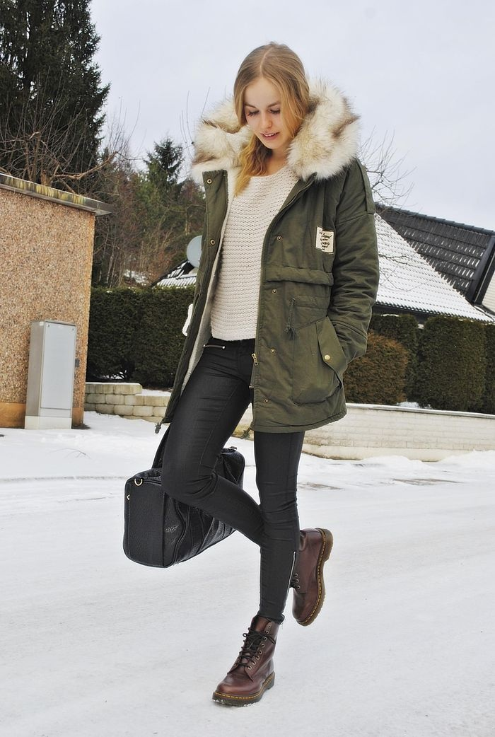 BEST WINTER JACKET EVER, chicy: http://www.chicy.se/nyheter/fleece-faux-hoody-khaki-parkas