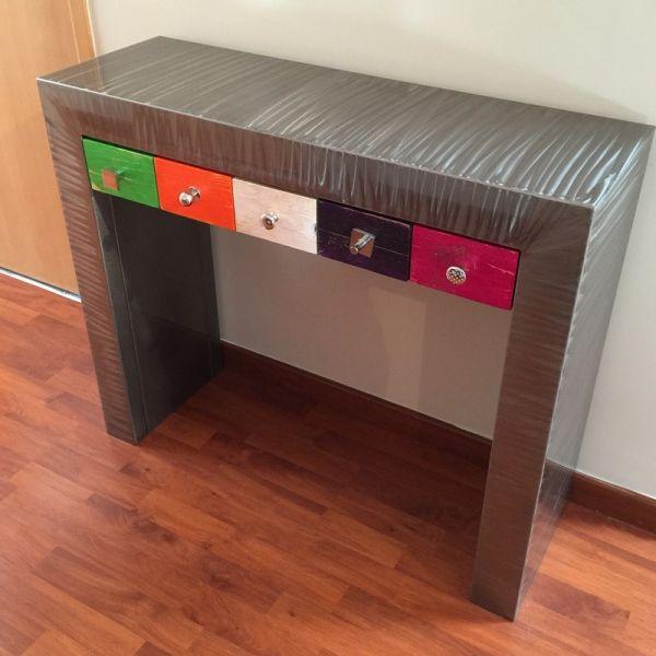 les 25 meilleures id es de la cat gorie console avec tiroir sur pinterest meuble tv flottant. Black Bedroom Furniture Sets. Home Design Ideas
