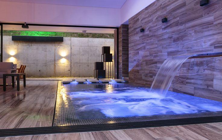 Wellness Home... Un piscina de vitalidad en el centro de la casa... by: www.ambienteazul.com