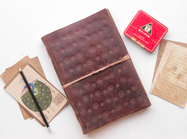 Like drawing or sketching? Then you'll love these luxurious classic extra large leather sketchbooks. #journal #leatherjournal #giftideas