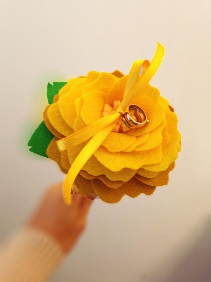 Una flor hermosa para llevar tus argollas, hecha con amor y dedicación por Purolove.