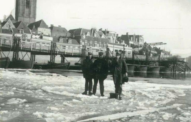 Deventer 1921 De IJsel bevroren