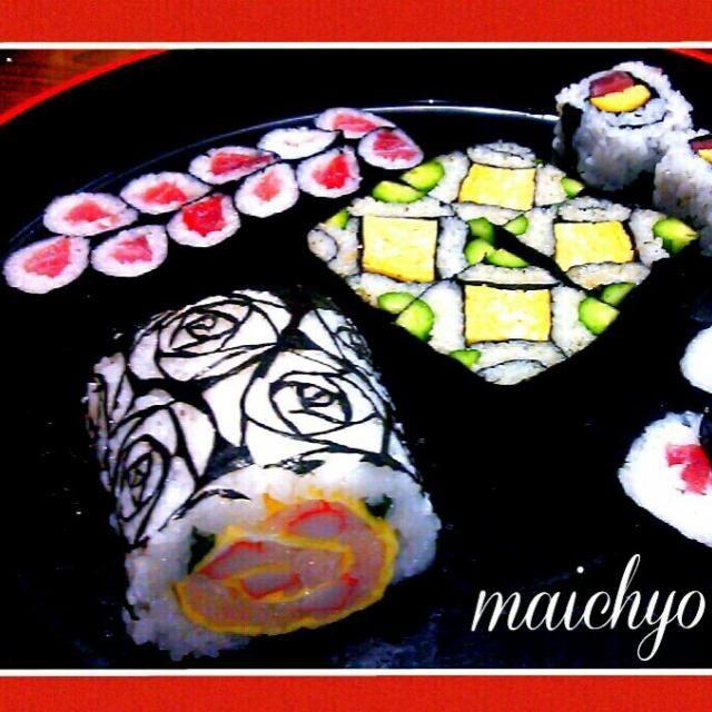 初めて海苔切りに挑戦してみました(^^; 薔薇の海苔に薔薇のデコ巻き?です。 最近はデコ巻きと呼ばれてるけど、千葉の郷土料理に太巻き祭り寿司というものがあって 四海巻き 薔薇 チューリップなど いろいろな巻き寿司があります。元祖デコ巻きかな(^。^;) - 355件のもぐもぐ - 巻き寿司いろいろ by maichyo