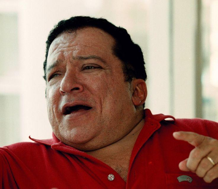 """Muere el cantante Nelson Ned (1947-2014)... El cantante brasileño Nelson Ned, quien tuvo gran éxito en América Latina con sus interpretaciones de canciones románticas en las décadas de 1970 y 1980.Ned era conocido como """"el pequeño gigante de la canción"""" se le considera poseedor de una de las más potentes voces de Brasil en el ambiente de la música romántica y cristiana."""