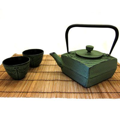 Tetsubin Iron Teapot Set - This 4 piece iron teapot set includes 1 teapot, 1 trivet and 2 teacups.  Makes a perfect holiday gift!