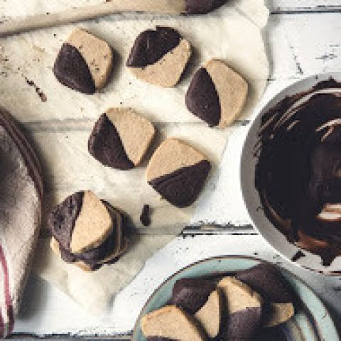 These Brown Sugar Espresso Shortbread cookies and a mocha might just be the perfect combination for today. Agree?