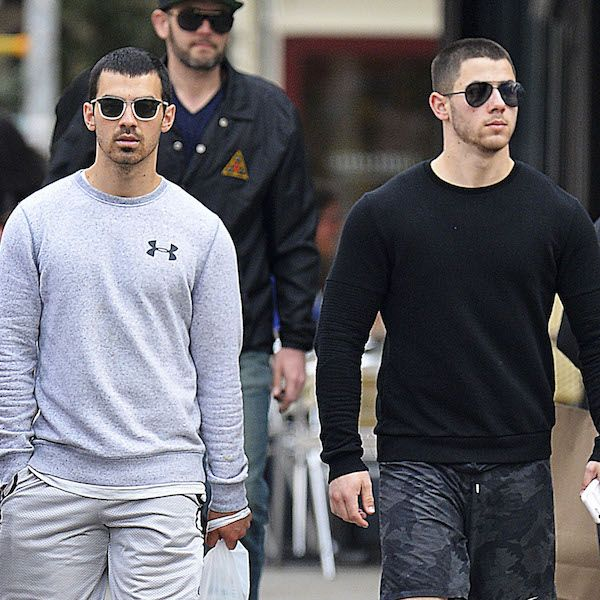 Battle Of The Bulge: Nick Jonas And Joe Jonas Get Sporty In New York - http://oceanup.com/2017/04/24/battle-of-the-bulge-nick-jonas-and-joe-jonas-get-sporty-in-new-york/