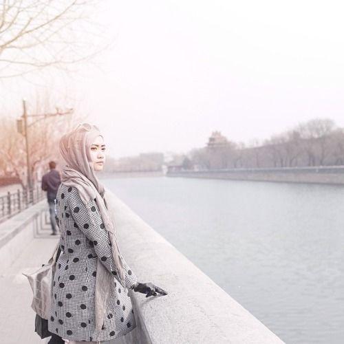 hijab-wearitright:  Lulu Elhasbu, Indonesian fashion designer.