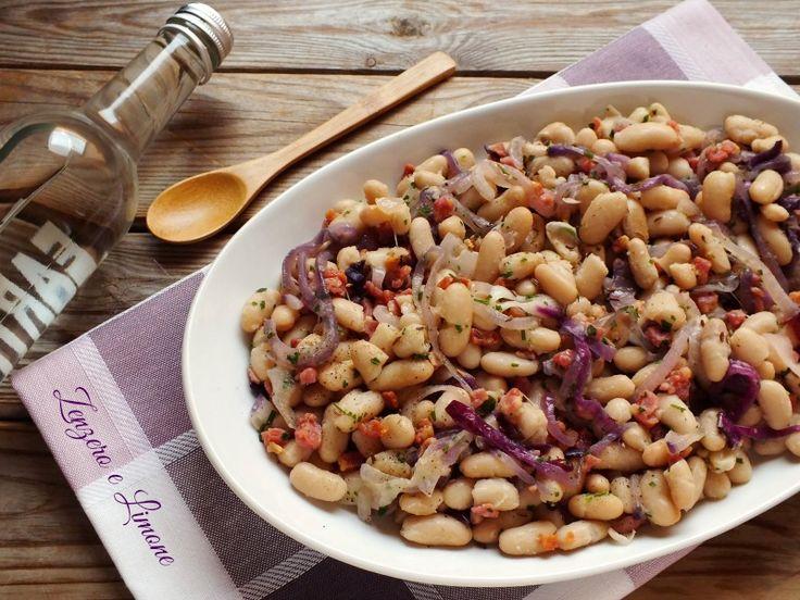 Questa insalata di fagioli cannellini è una ricettina gustosissima che si prepara molto velocemente ed è perfetta quando si ha poco tempo a disposizione