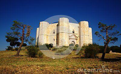 Castello Del Monte - Scarica tra oltre 27 milioni di Foto, Immagini e Vettoriali Stock ad Alta Qualità . Iscriviti GRATUITAMENTE oggi. Immagine: 46242520